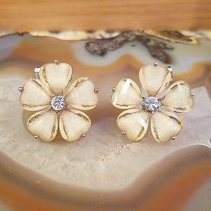 Opaque iredescent flower earrings GUC